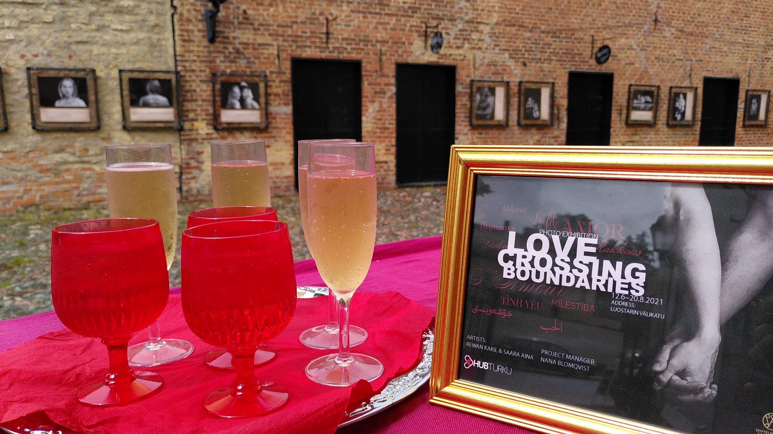 Vernissage för utställningen Love Crossing Boundaries - Kärlek över gränserna