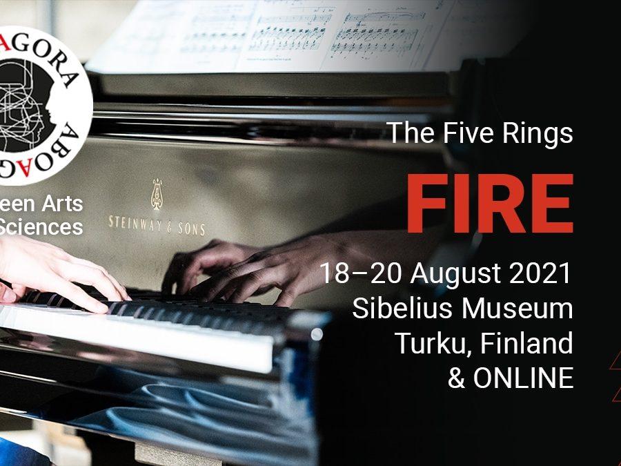I bakgrunden syns händer som spelar på piano. Loggan Aboagora och texten Between Arts and Sciences, och The Five Rings, Fire, 18-20 August 2021, Sibelius Museum, Turku, Finland & ONLINE.